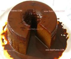 Flan de chocolate, dulce de leche o arequipe o cajeta y cafe