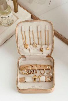Bijoux Design, Schmuck Design, Jewelry Design, Travel Accessories, Jewelry Accessories, Fashion Accessories, Fashion Jewelry, Leather Accessories, Jewelry Trends