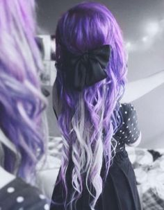 Omygod I fell in love with her hair its so beautiful and unique stunning