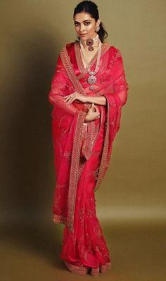 5 times Deepika slayed with the saree look – Fashion fun India Sabyasachi Designer, Sabyasachi Sarees, Bollywood Saree, Bollywood Fashion, Indian Sarees, Lehenga Choli, Saree Fashion, Bollywood Jewelry, Indian Bollywood