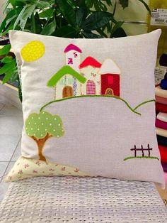 L'arte del cucito su questo meraviglioso cuscino! #applique