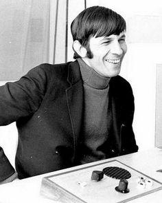 "Lᴇᴏɴᴀʀᴅ Nɪᴍᴏʏ & Sᴛᴀʀ Tʀᴇᴋ on Instagram: ""Wish this was clearer, he's too cute! 🥰🖤✨ • #leonardnimoy #leonardnimoyforever #startrek #startrekactor #1970sactor #70sactor #1960sactor…"" 70s Actors, Star Trek Actors, Star Trek Spock, Star Wars, Leonard Nimoy, Science Fiction Series, Enterprise Ncc 1701, Love Stars, My Idol"
