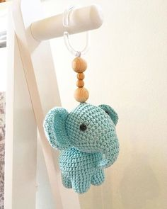 Virkad elefant (elefanthänge) - Gratis mönster Crochet Baby Mobiles, Crochet Baby Toys, Crochet For Kids, Crochet Dolls, Knit Crochet, Easy Crochet Patterns, Baby Patterns, Handmade Baby, Diy Baby