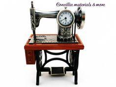 Deko-Objekte - Deko Uhr Nähmaschine - ein Designerstück von Concillia-materials-and-more bei DaWanda