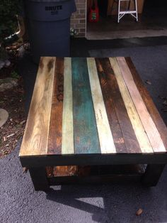 Pallet Table | 101 Pallets like the mix of paints and stains