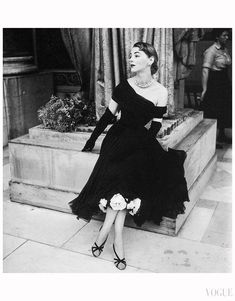 Margaret Phillips in a dress of black chiffon by Jean Desses, Vogue Oct. 1952 Photo Frances McLaughlin-Gill