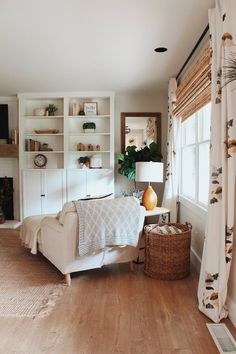 Classics, design or trend: the lights for the interior of the house adapt to your decor. Home Living Room, Living Room Decor, Living Spaces, Cottage Living, Cozy Living, Small Living, Home Interior, Interior Design, Deco Studio