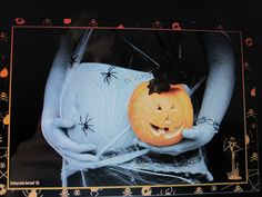 October Halloween Maternity Photography Idea original photo by fotografie Berbel (this is a screen shot somebody made)