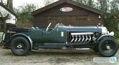 Vintage 1930's Bentley Speed Six with a 27-litre V12 Rolls-Royce Meteor engine. www.thevintagenews.com
