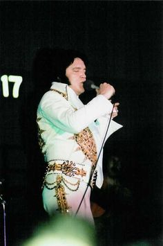 Elvis Presley on Tour ....... May 24, 1977 (8:30 pm) Augusta, ME.