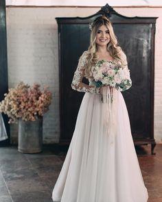 Best wedding dresses a line rustic 62 Ideas Wedding Dresses With Flowers, Bridal Hair Flowers, Bridal Hair And Makeup, Best Wedding Dresses, Wedding Pics, Wedding Bride, Wedding Gowns, Dream Wedding, Flower Girl Dresses