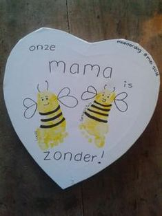 Mama is bij-zonder! Painting Crafts For Kids, Diy Crafts For Kids, Arts And Crafts, Do It Yourself Inspiration, Diy Presents, Plate Crafts, Dot Painting, Diy On A Budget, Creative Kids