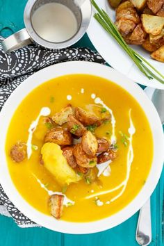 Healthy, vegan, and gluten-free, this roasted apple pumpkin soup with potatoes is the perfect appetizer or side dish for Thanksgiving dinner! Pumpkin Soup, Pumpkin Recipes, Potato Recipes, Soup Recipes, Cooking Recipes, Vegetarian Recipes, Vegan Vegetarian, Thanksgiving Soups, Vegetarian Thanksgiving