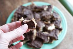 Sweet & Saltines (aka Crack)-- Saltine Crackers, Butter, Brown Sugar and Chocolate Chips! Candy Recipes, Baby Food Recipes, Snack Recipes, Dessert Recipes, Dessert Chocolate, Chocolate Chips, Chocolate Recipes, Sweet And Saltines, Chunky Dunk