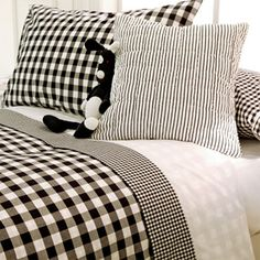 Black and white cottage. White Bedroom, Master Bedroom, Bedroom Decor, Zara Home Kids, Black And White Love, White Cottage, White Houses, Black Decor, Bed Covers