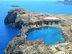 A day trip to Lindos, Rhodes, Greece. All about the blues of Lindos bay, the whites of Lindos town and the majestic fort of Lindos Acropolis above them. Rhodes Island Greece, Greece Islands, The Places Youll Go, Places To See, Greece Wallpaper, Glasgow, The Beautiful Country, Greece Travel, Greek Isles