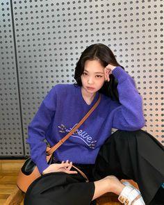 Blackpink Jennie, Blackpink Fashion, Korean Fashion, Kpop Girl Groups, Kpop Girls, Black Pink Jennie Kim, Idol, Black Pink Kpop, Blackpink Photos