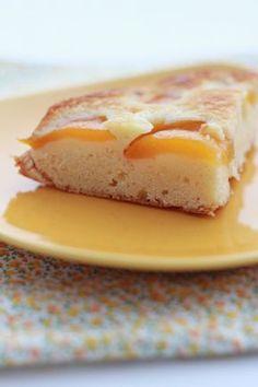 Besoin d'un goûter vite fait bien fait ? Ce gâteau est pour vous. Vous avez certainement tout ce qu'il faut dans vos placards pour le réaliser. Pour les fruits, n'importe quel fruit au sirop peut convenir. Pour la préparation, cela ne vous prendra que...