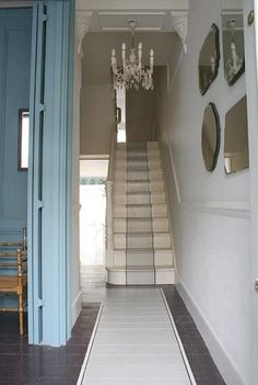 blue walls, painted floor - I'm charmed! Blue Painted Walls, Painted Floors, Blue Walls, Painted Wood, Painted Floorboards, Painted Ceilings, Painted Staircases, Painted Stairs, Paint Runner