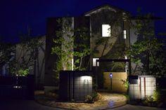 ナイトガーデンをもっと魅力的に。創作照明で私だけのオンリーワンガーデン。 #lightingmeister #gardenlighting #outdoorlighting #exterior #garden #lightup #pinterest #stylish #modern #creative #idea #light #home #house #スタイリッシュ #モダン #創作 #アイデア #庭 #家 #照明 #玄関 #オンリーワン