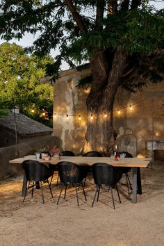 Create the perfect atmosphere with Light My Table. The string of lights illuminates your table cosily and creates an inviting setting. Garden Table And Chairs, Patio Table, Dining Table, Wooden Garden Table, Outdoor Tables And Chairs, Outdoor Dining, Outdoor Decor, Light Table, Table Lighting