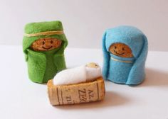 Nativity Crafts for Kids is part of Small Cork crafts - Simple wine cork, felt and elastic band nativity crafts for kids, no glueing, no cost kids craft Wine Craft, Wine Cork Crafts, Wine Cork Ornaments, Kids Crafts, Arts And Crafts, Noel Christmas, Christmas Ornaments, Christmas Nativity Scene, Nativity Crafts