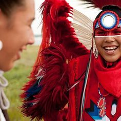 Happy #NationalAboriginalDay! Today we celebrate the culture, heritage and contributions of our First Nations, Inuit and Métis people. One of the many ways to experience aboriginal culture in Canada is to attend a powwow. @huszarphoto shares with us a moment from the Standing Buffalo First Nation's powwow. #ExploreCanada Bonne #JournéeNationaledesAutochtones! Aujourd'hui, nous  célébrons le patrimoine, la culture et les réalisations remarquables des Premières Nations, des Inuits et des…