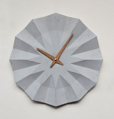 Concrete clock with oak clockhand by Moha design