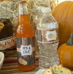 Love this gender reveal idea for an autumn baby shower. Re-create these looks using Avery wraparound labels and free printable designs at avery.com/print.