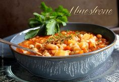 Minestrone, soupe de pates facile | Cuisinez avec Djouza Salsa, Curry, Ethnic Recipes, Food, Cooker Recipes, Drinks, Italian Soup, French Food, Good Food