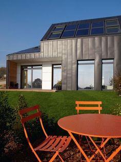 An innovative house of 135m ² of wood structure // Une maison innovante de 135m² à ossature bois   More photos http://petitlien.fr/6syu