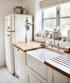 Love Joanna Gaines's style aesthetic? Flip through for homes that have that same… Love Joanna Gaines's style aesthetic? Flip through for homes that have that same…,Home Love Joanna Gaines's style aesthetic? Flip through for. Home Design, Design Küchen, Design Styles, Sink Design, Tiny House Design, Design Color, Design Concepts, Bath Design, Design Trends