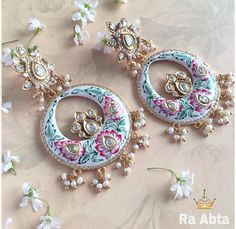 These beautiful Chandbalis will go bang on with all your wedding outfits. Indian Wedding Jewelry, Bridal Jewelry, Jewelry Design Earrings, Jewelry Accessories, Trendy Jewelry, Fashion Jewelry, India Jewelry, Jewellery, Indian Earrings