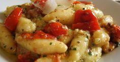 Pane, burro e alici: Gnocchi di ricotta con pomodorini al forno e pesto di noci, prezzemolo e caprino stagionato