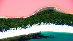 One of the world's most iconic natural wonders, the pink Lake Hillier is a natural phenomenon that has to be seen to be believed. Lake Hillier Australia, Pink Lake Australia, Western Australia Tourism, Australia Travel, Beautiful Places To Visit, Places To See, Rosa See, Middle Island, Natural Phenomena