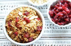 Homemade granola uses molasses - dinnervine.com