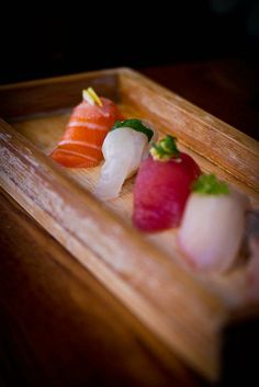 The much-loved omakase from Akiko's Restaurant features seasonal, fresh fish that arrives daily. To find out why chef Chris Kronner of KronnerBurger loves it, read his review on chefsfeed.com. #omakase #seasonal #fresh #fish #raw #seafood #rice #sushi #sashimi #nigiri #salmon #tuna #yellowtail #local #international #japanese #chefschoice #dinner #eat #hungry #food #yummy #nom #instagood #SF #chefsfeed