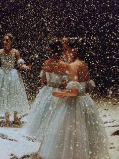 """ryanishka: """" пройдя через некоторые старые фотографии с прошлого года и нашли эти камни...после того, как занавес закрывается первом акте на последний показ """"Щелкунчика"""" принято сваливать все снега..."""