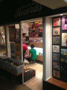 Funk Soul Records Vinyl Store Shop in Barcelona. GALERIAS OLÍMPIA Ronda Sant Pau 17-19  http://funksoulrecords.com