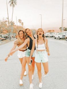 Cute Friend Pictures, Best Friend Pictures, Bff Pics, Family Pictures, Best Friend Photography, Scarlett, Cute Poses, Insta Photo Ideas, Cute Friends