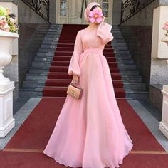 Ideas For Dress Brokat Modern Lace App Hijab Prom Dress, Hijab Evening Dress, Hijab Wedding Dresses, Prom Dresses With Sleeves, Simple Dresses, Elegant Dresses, Evening Dresses, Look Fashion, Hijab Fashion