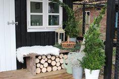 Fru Pedersens have: Jule/vinter makeover ved den den lille skurvogn.