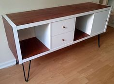 IKEA Kallax sideboard hack I had an upright Kallax and decided to transform it into a retro-looking sideboard. Inspired by the many Kallax IKEA hacks as well as by the furniture. Ikea Kallax Hack, Etagere Kallax Ikea, Ikea Hackers, Credenza Ikea, Ikea Faktum, 50s Furniture, Online Furniture, Furniture Makeover, Furniture Design