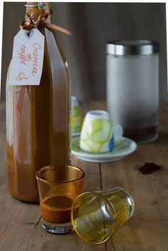 Liquore cremoso al caffè _ brodo di coccole Romanian Food, Limoncello, Wine And Beer, Coffee Love, Cocktail Drinks, Gelato, Frappe, Wine Recipes, Wines