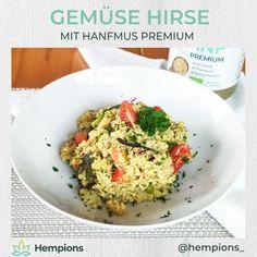 Der perfekte Power-Lieferant: - voller Energie aus dem Urkorn Hirse  - buntes Gemüse sorgt für wertvolle Vitamine - Hanfmus verleiht eine cremige Konsistenz, eine nussige Note und eine Extraportion Eiweiß und Omega-3 Gemüse Hirse eignet sich perfekt als Hauptgericht oder vitale Beilage Omega 3, Guacamole, Grains, Rice, Ethnic Recipes, Mexican, Food, Carrots, Hemp