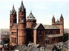 ヴォルムス大聖堂=ロマネスク建築/ヴォルムス大聖堂(12世紀~)は,東西両端にアプス(半円形の張り出した空間)を対置させた二重内陣,身廊の両側に側廊を設ける三廊式のバシリカで,アーチ型の装飾による壁面の文節,東西の内陣と交差部とに塔をもつドイツの盛期ロマネスク建築。
