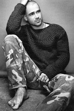 Quase a completar 40 anos, Colin é ator e dá cabo dos nossos corações com o seu ar de bad boy, com o seu ar sério e logo de seguida com o seu sorriso sexy… Uma perdição! E Deus também não faz por menos, por isso deixa-nos inspiradas neste domingo tão especial. Minhas senhoras, um bom domingo com Colin Farrell ;) #colinfarrell
