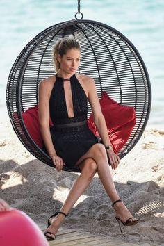 La modella Doutzen Kroes in spiaggia a Cannes per uno shooting fotografico per il 20° anniversario di L'Oréal Paris come partner ufficiale di bellezza del Festival.