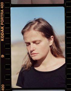 Kodak Portra 400 is a professional color film that produces excellent skin tones. Portra 400, Kodak Portra, Film Inspiration, Portrait Inspiration, Polaroid Template, Kodak Gold, Kodak Camera, Classic Camera, Nature Color Palette