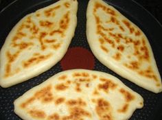 Pupusas recept: El Salvador nemzeti étele, olyasmi, mint a quesadillas… Salvadorian Food, Food Network Recipes, Cooking Recipes, Bread Dough Recipe, Quesadilla Recipes, Tasty, Yummy Food, Hungarian Recipes, Recipe Steps